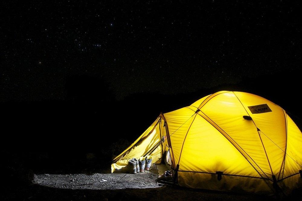 Moderne backpackers reizen licht en makkelij